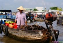 Vietnam - Can Tho - Vendeuse sur l'eau